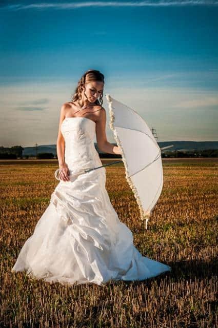 Svatební fotograf Pavel Zahálka nevěsta s paraplíčkem