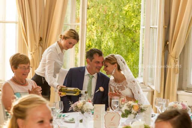 Svatební fotograf Radek Lavička snoubenci u stolu