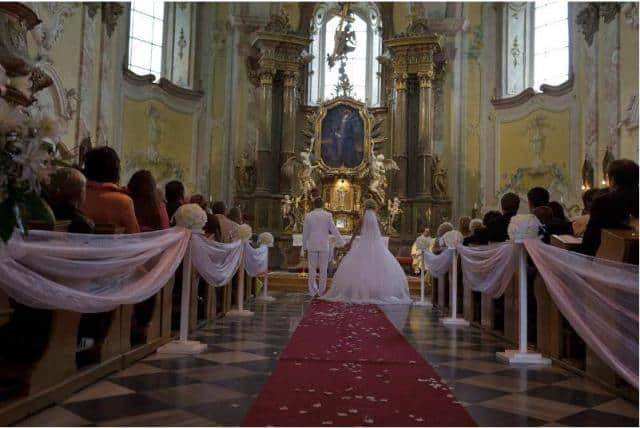 Svatební servis Glamour obřad v kostele
