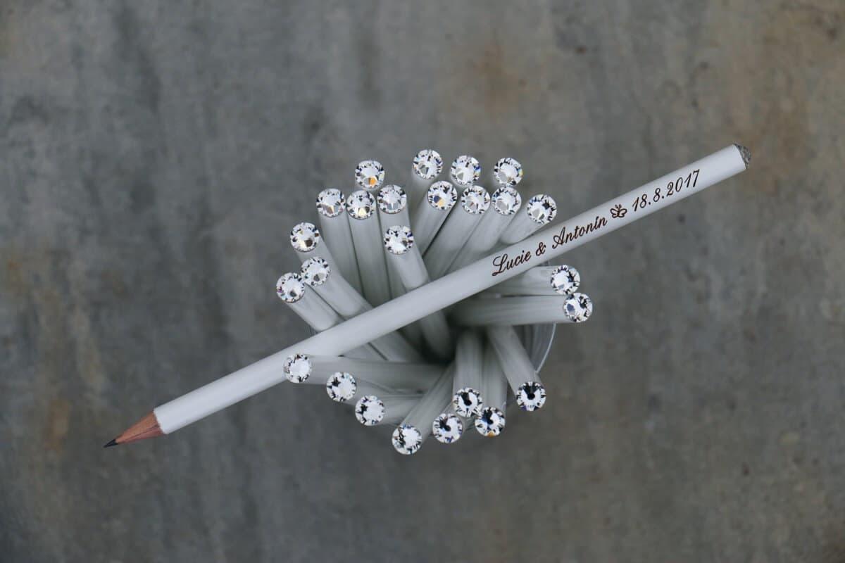 Bílá tužka s čirým krystalem Svarowski, s vašimi jmény a datem svatby
