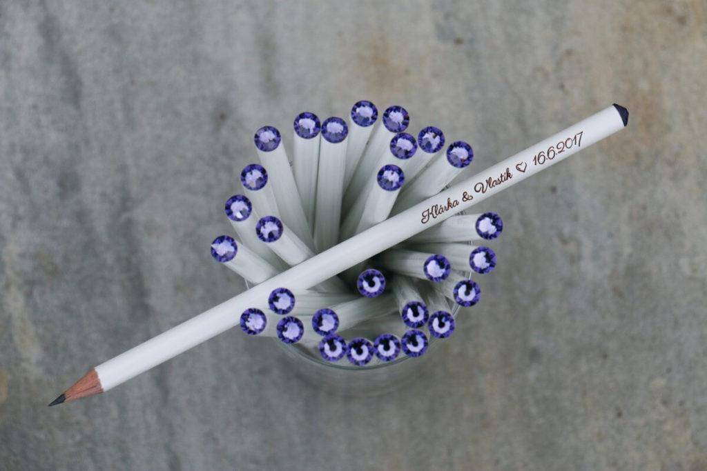 Bílá tužka s fialovym krystalem Svarowski, s vašimi jmény a datem svatby