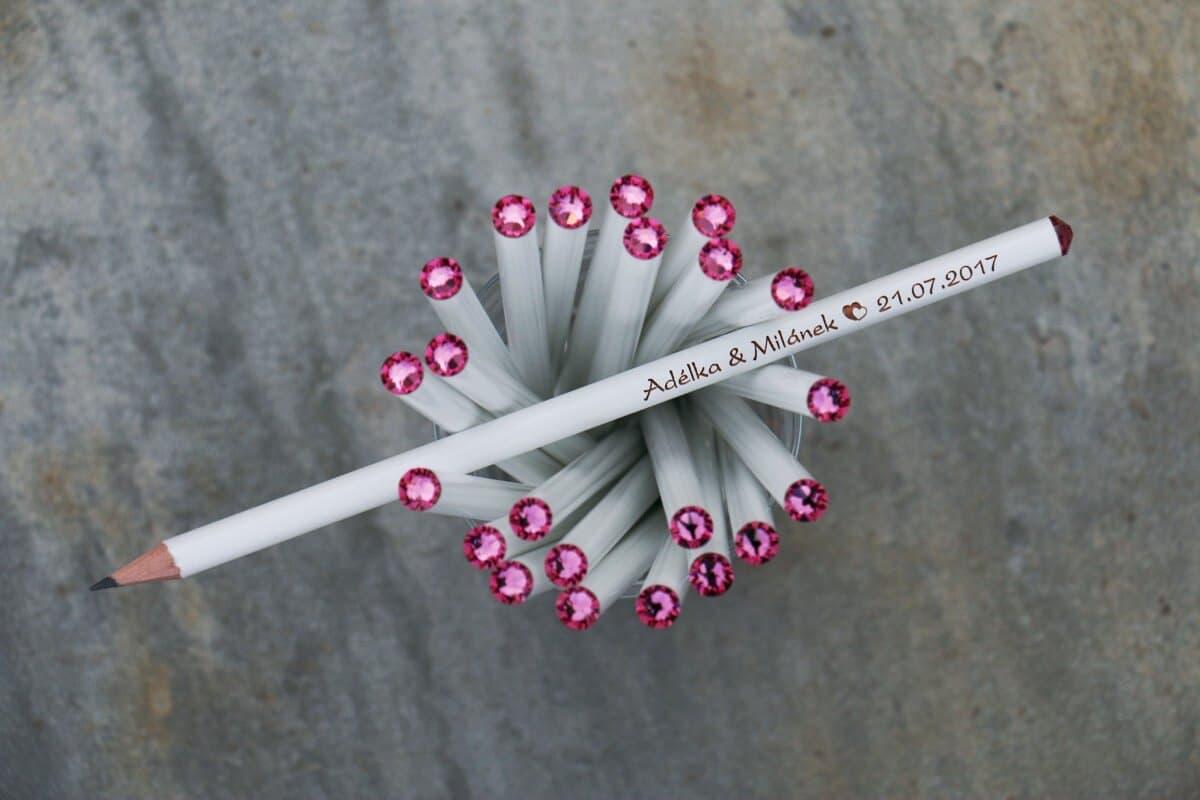 Bílá tužka s růžovým krystalem Svarowski, s vašimi jmény a datem svatby