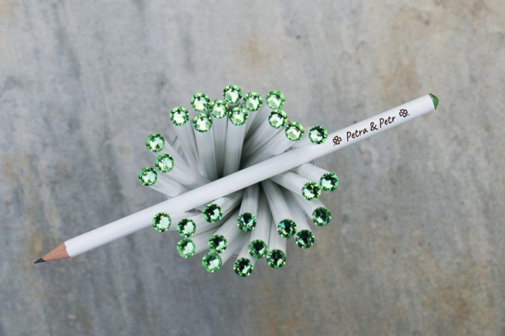 Bílá tužka se zeleným krystalem Svarowski, s vašimi jmény a datem svatby