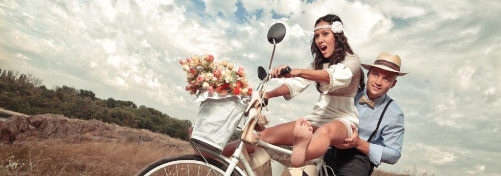 Svatební pár jede na svatební veletrh