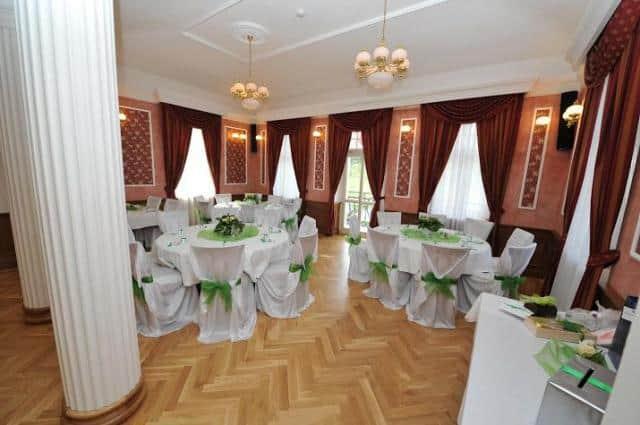Zámek Berchtold interiér hostina