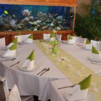 Hliněná bašta Průhonice svatební kulatý stůl bílozelená