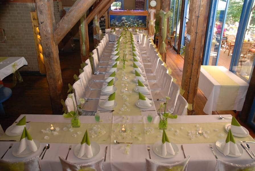 Hliněná bašta Průhonice svatební tabule bílozelená