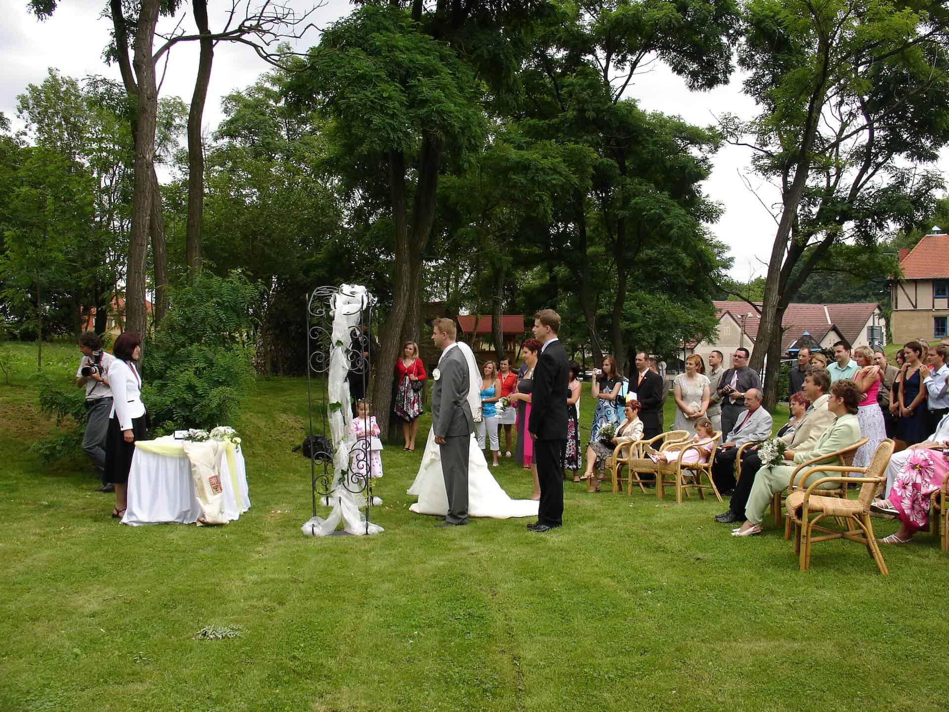 Hliněná bašta Průhonice svatební venkovní obřad 1