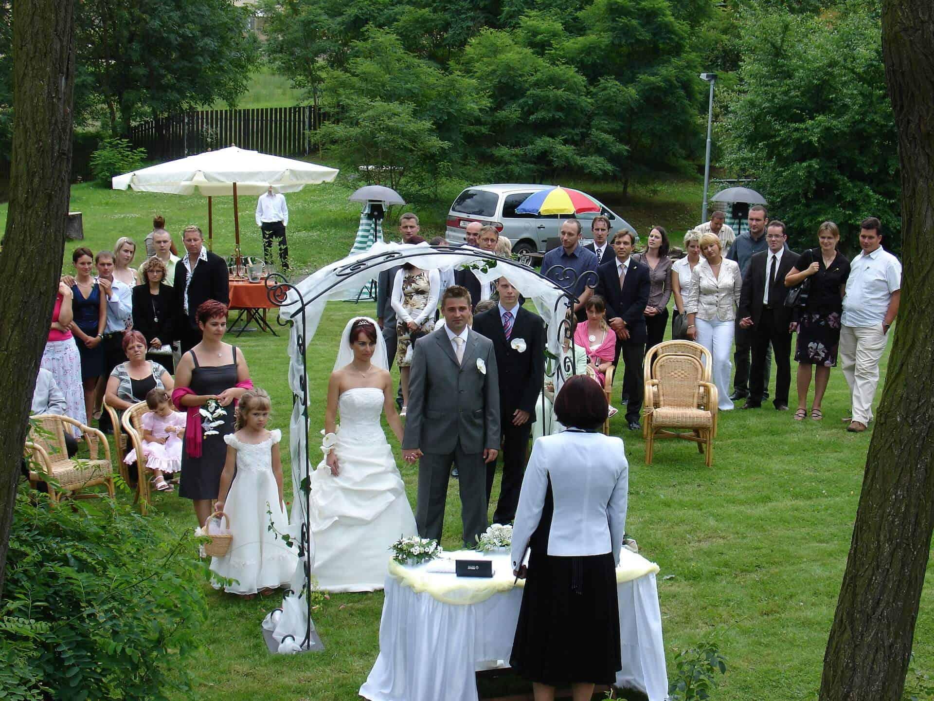 Hliněná bašta Průhonice svatební venkovní obřad 2