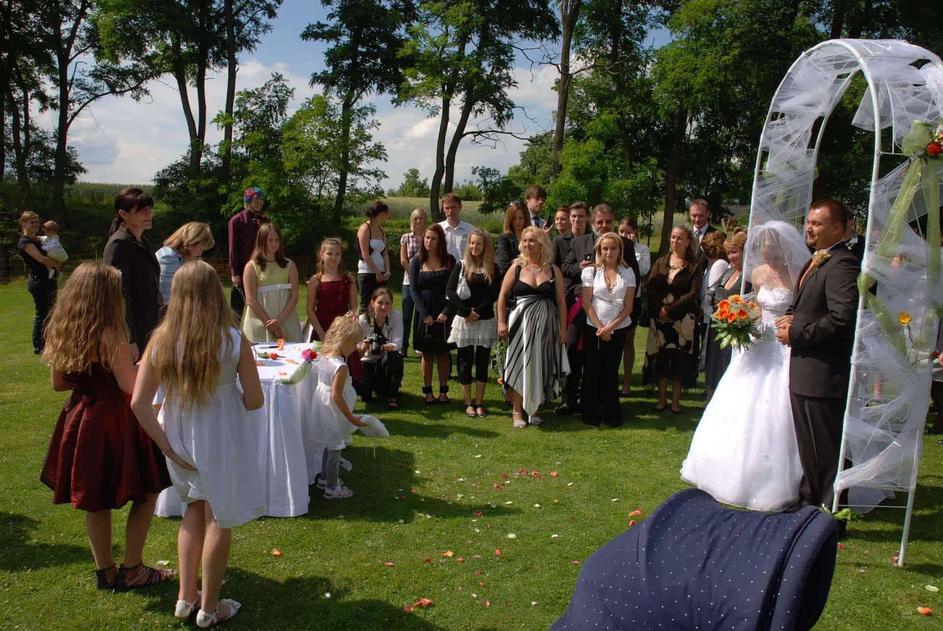Hliněná bašta Průhonice svatební venkovní obřad 3