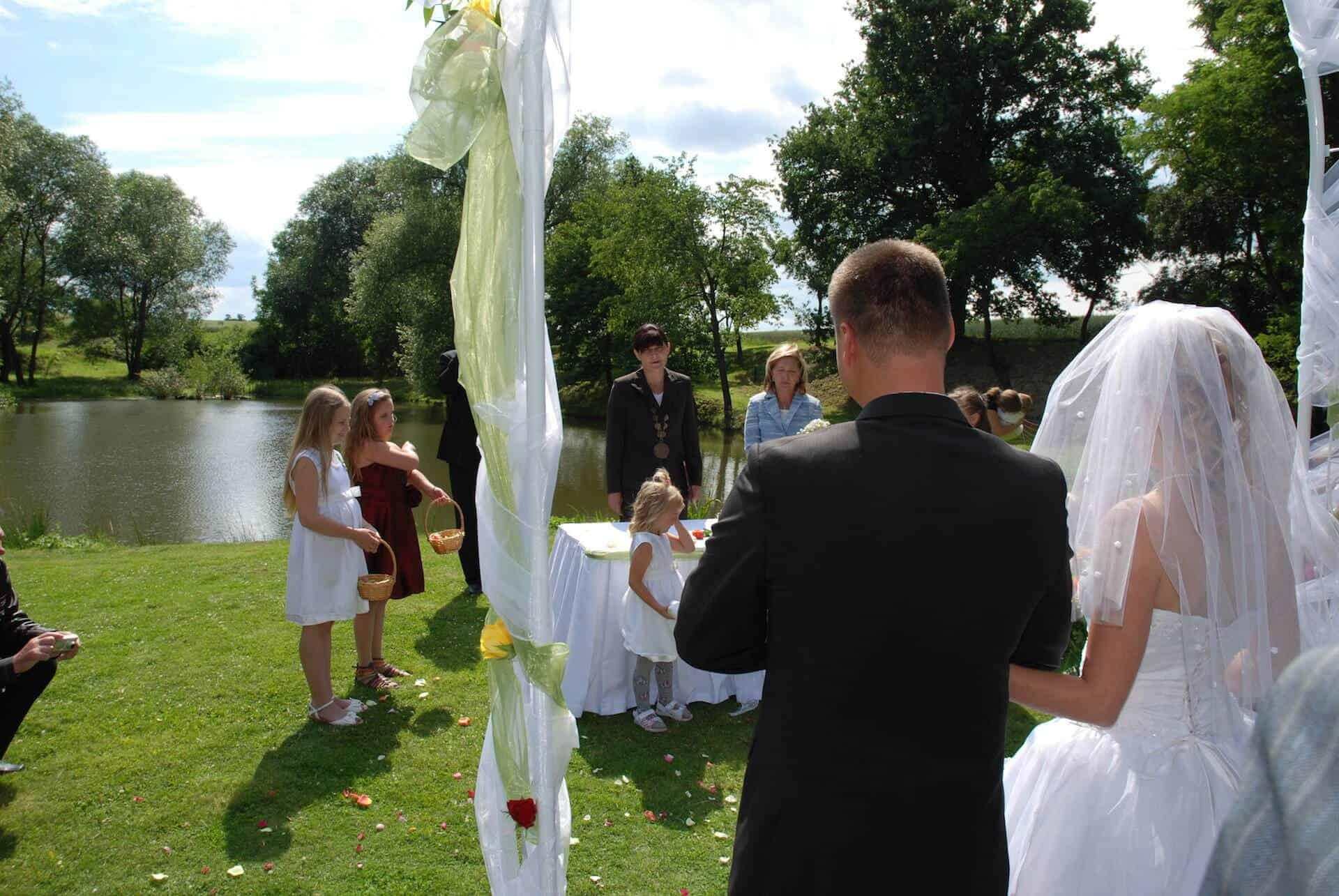 Hliněná bašta Průhonice svatební venkovní obřad 4