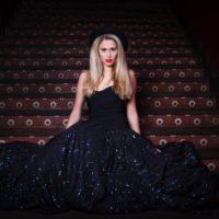 salon Bliss černé šaty
