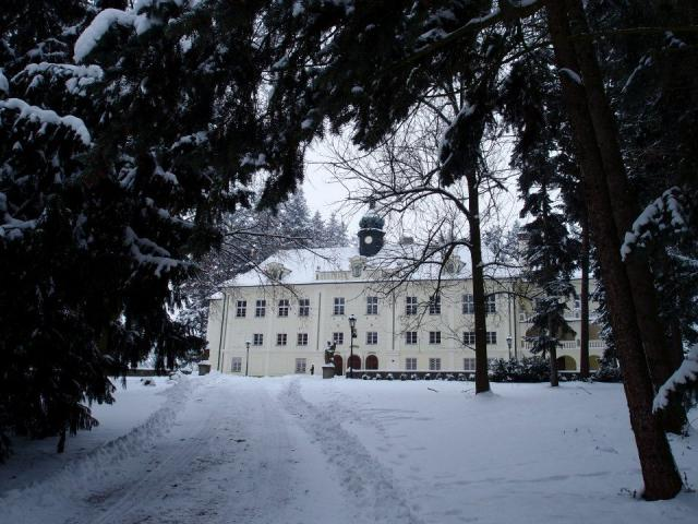zamek-zaluzany-zima