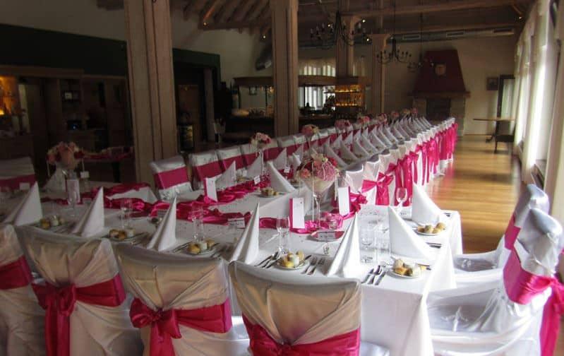 Restaurace Pod Zámkem Průhonice - svatební tabule červená
