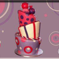 Originální svatební dort, plný puníků v jemných fialových a růžových odstínech.