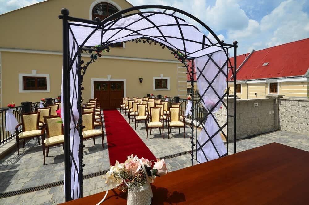 Hotel Malý Pivovar - venkovní obřad