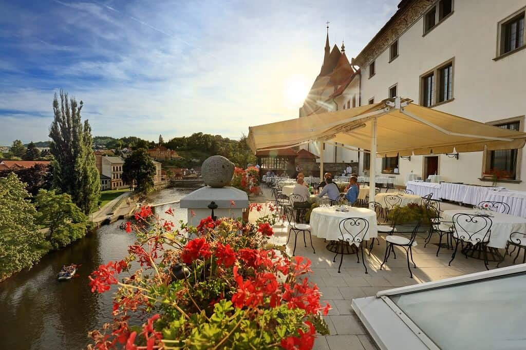 Hotel Růže - terasa ve dne