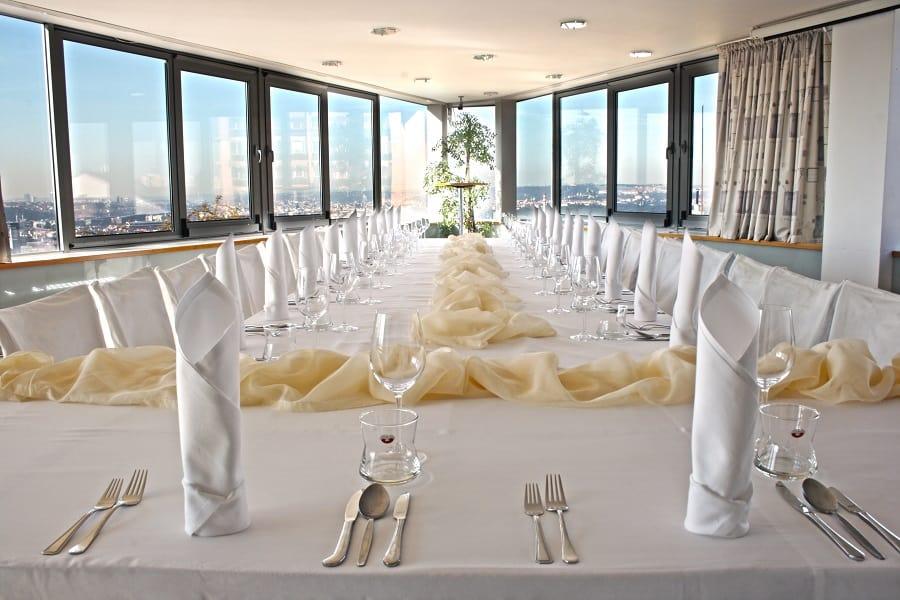 Hotel Troja - tabule v panoramě