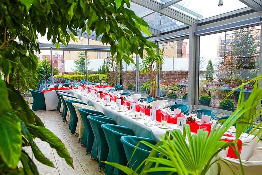 Hotel Troja - tabule v zimní zahradě
