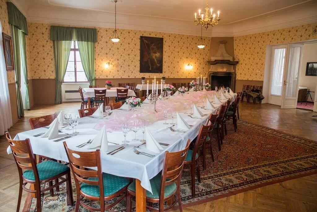 Zámek Lobeč - svatební hostina