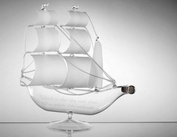 Loď - skleněná láhev