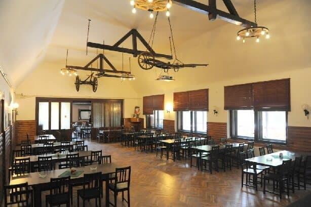 Na Statku Jevany - restaurace