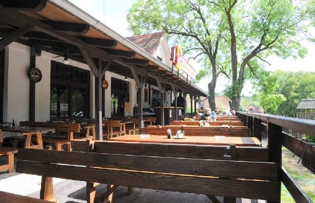 Restaurace Na Statku