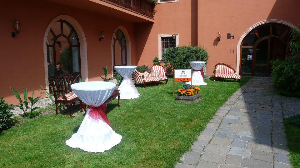 Hotel Octárna - venkovní recepce