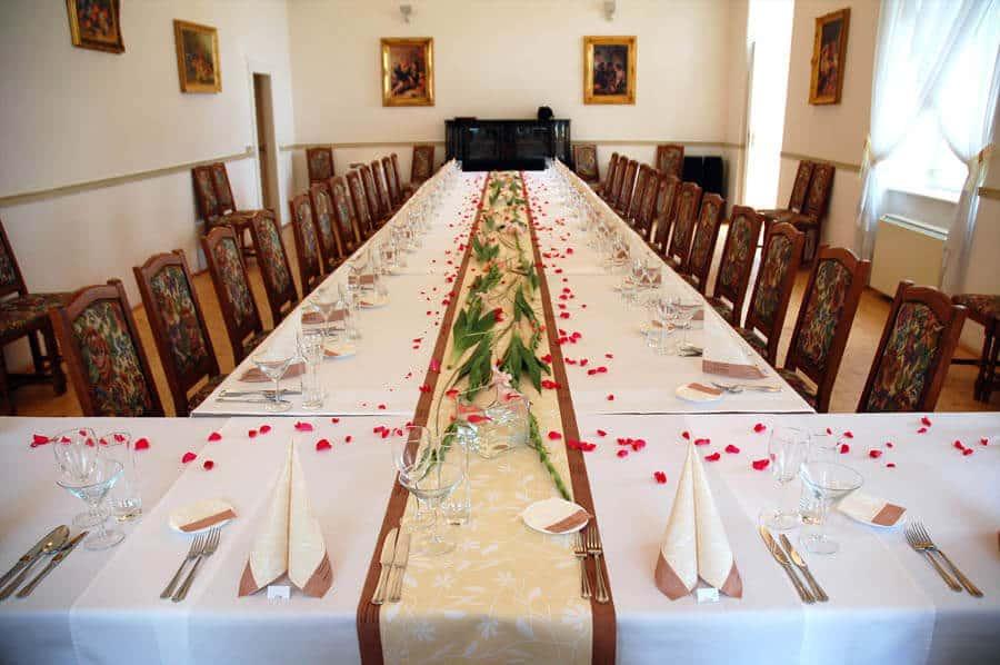 Petřínské terasy - svatební tabule v salonku
