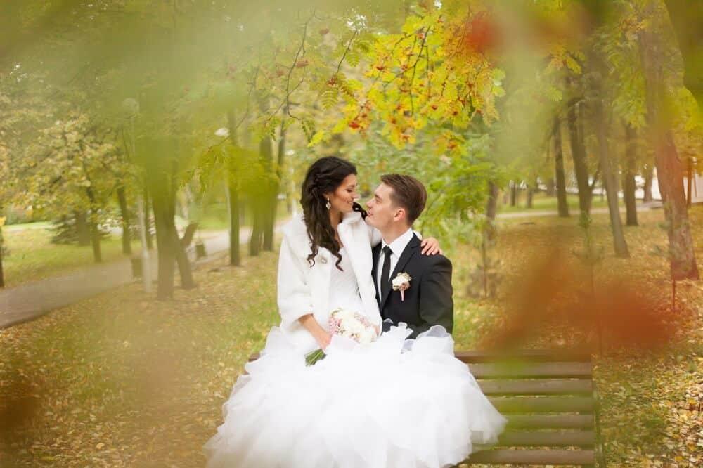 Svatba na podzim je plná krásných barev od žluté, přes zlatou, červenou až po hnědou
