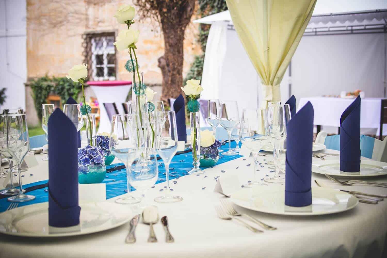 Santini garden restaurant - svatební tabule v modré