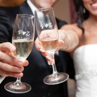 Skleničky se jmény novomanželů