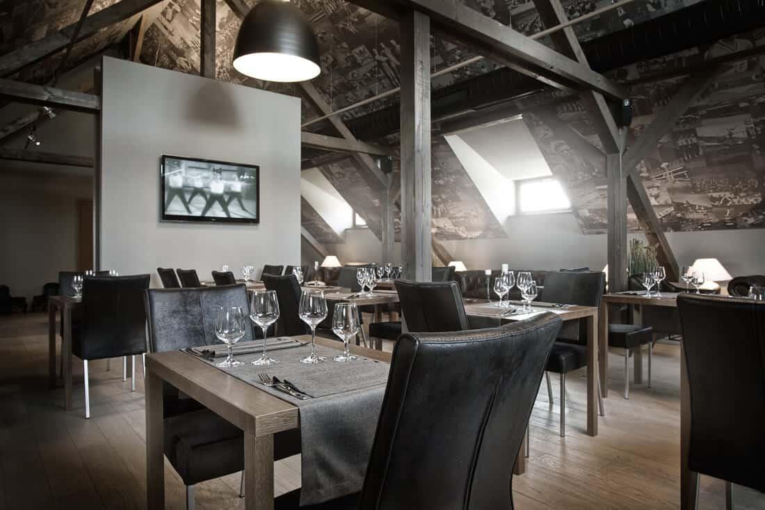 Sokolovna Průhonice - restaurace v podkroví