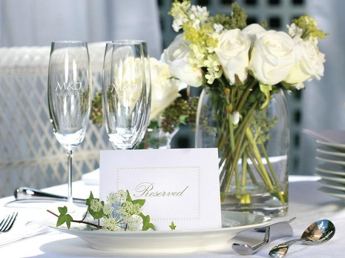 Svatební sklenice na hostinu