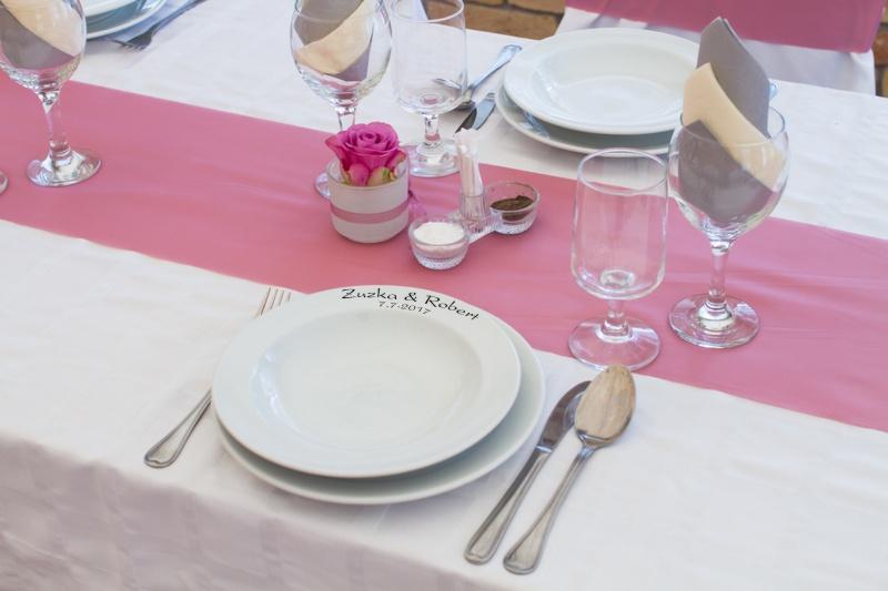 Talíř na svatební tabuli