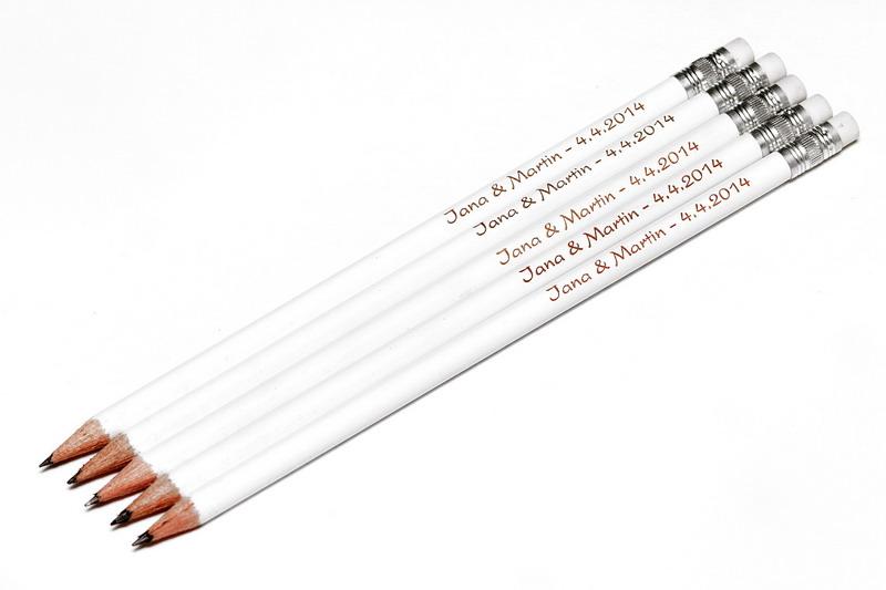 Bílá tužka s gumou, s vašimi jmény a datem svatby