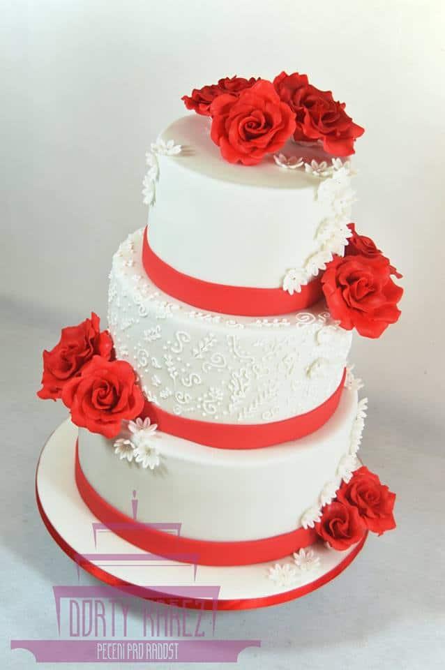 Dorty Kařez - svatební dort s červenými růžemi, 60 porcí, extra čokoládový korpus, smetanové mascarpone, maliny