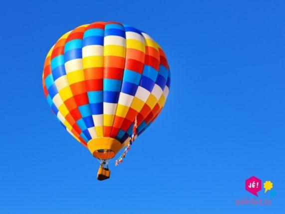let balónem jako svatební dar
