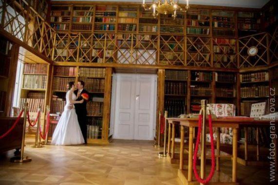 Nový zámek Kostelec nad orlicí interier v knihovně