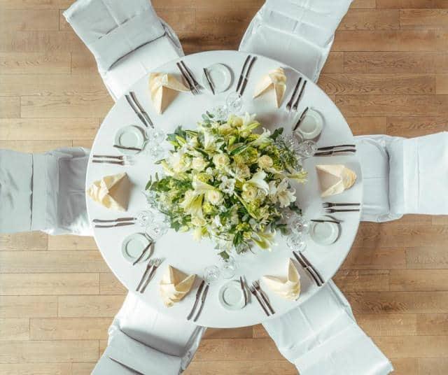 Sokolovna Průhonice svatební stůl