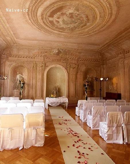 Svatební obřad v bílém provedení