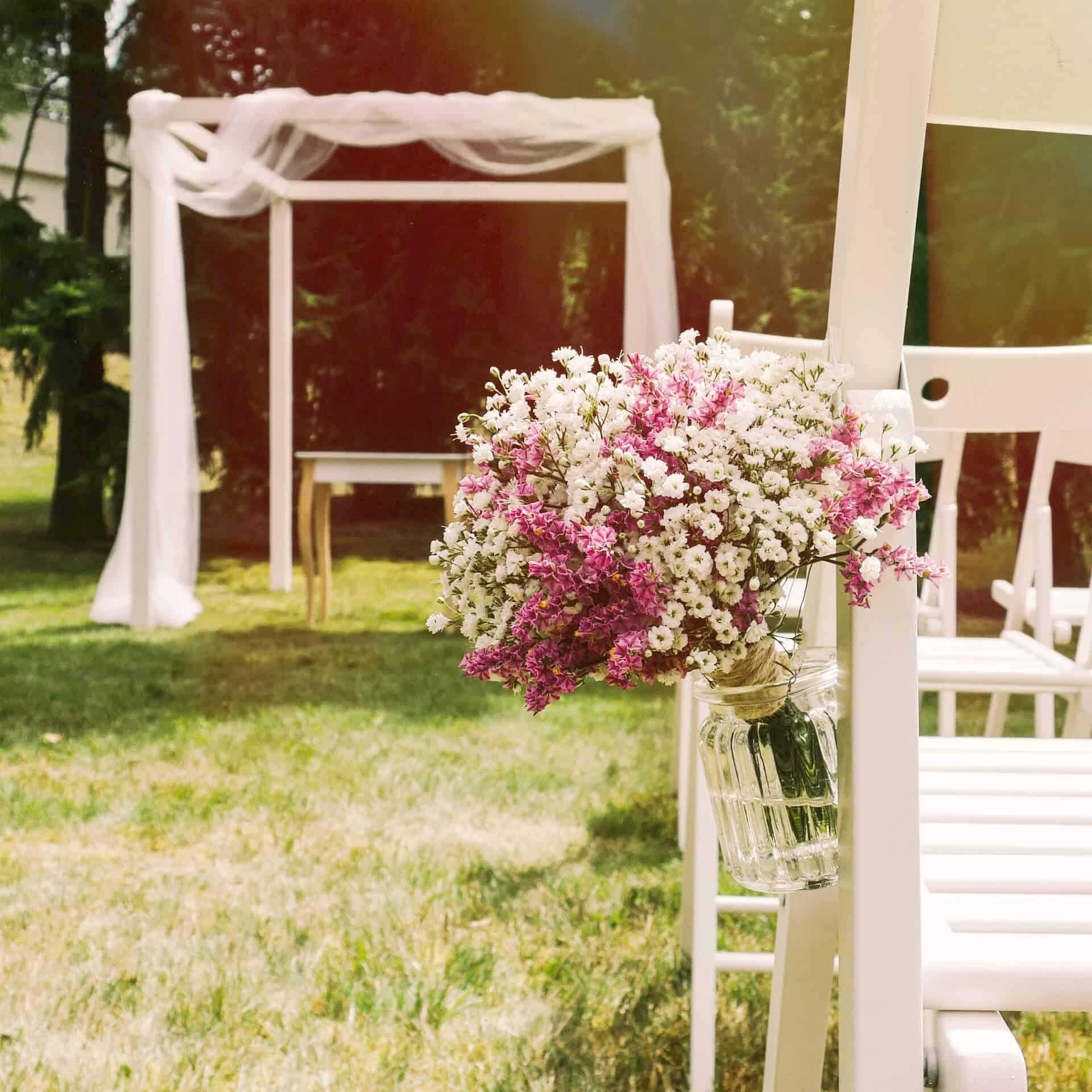Svatba po širákem - květinová dekorace