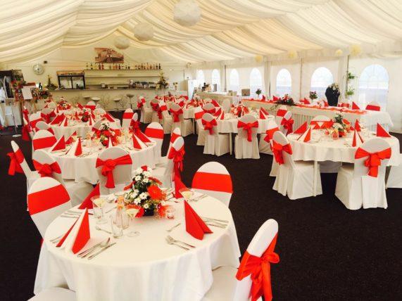 Svatební hostina červená
