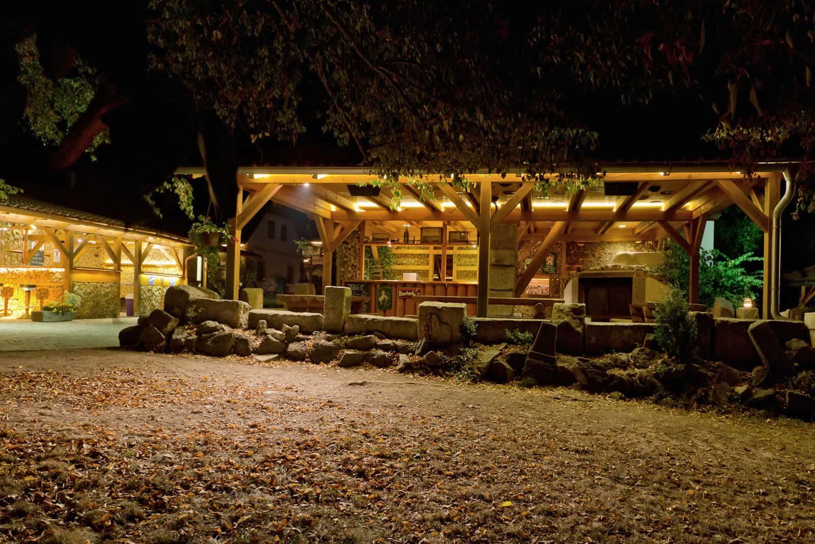 Penzion Kamínek pergola v noci