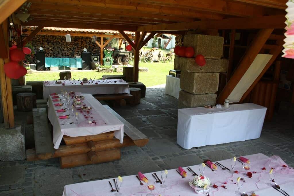 Svatební hostina na terase
