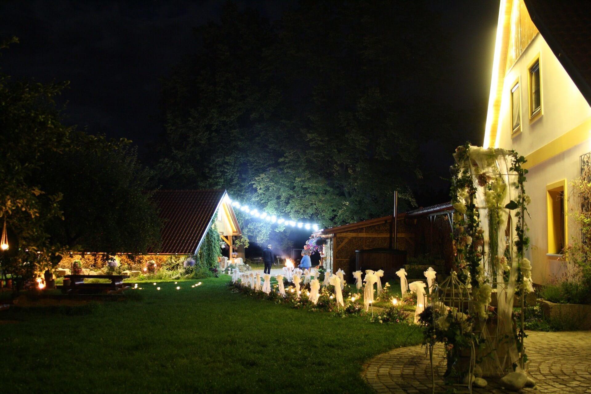 Penzion Kamínek - večerní osvětlení