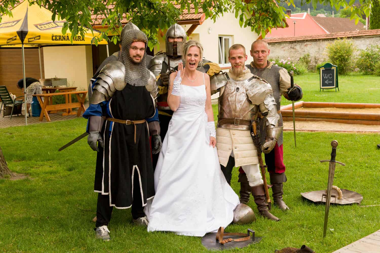 Nevěsta a rytíři - Fotograf Marek Hrdý