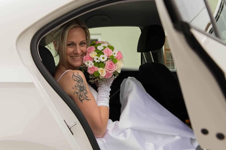Nevěsta v autě - Fotograf Marek Hrdý