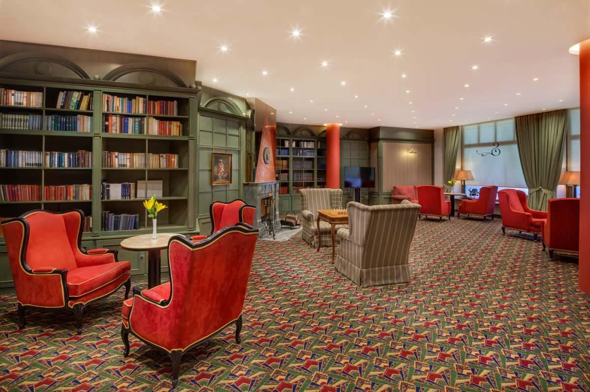 Hotel Savoy knihovna