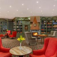 Hotel Savoy knihovna krb